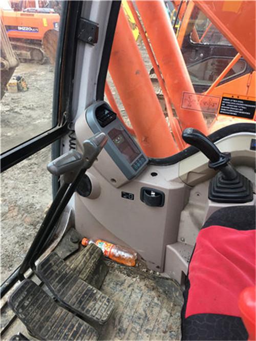 斗山DH220-7中型二手挖掘机驾驶室