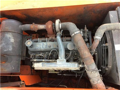 斗山DH220-7中型二手挖掘机发动机