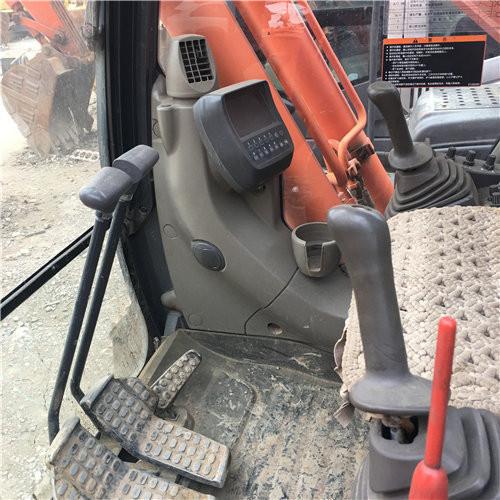 日立ZX240-3中型二手挖掘机驾驶室