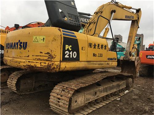 小松PC210-7挖掘机图片