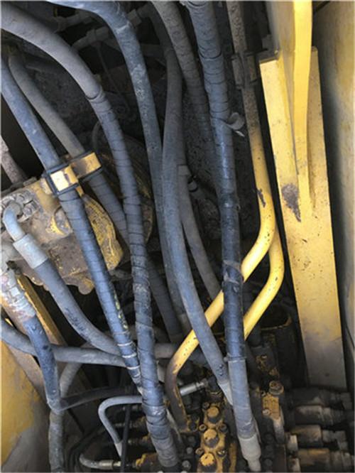 小松PC210-7挖掘机分配阀