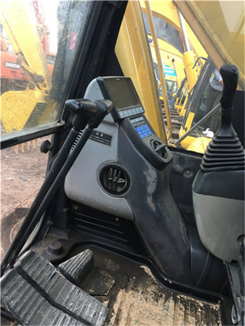 小松PC210-7挖掘机驾驶室