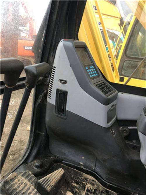 小松PC200-8中型二手挖掘机驾驶室