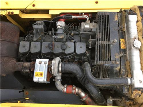 小松PC200-8中型二手挖掘机发动机