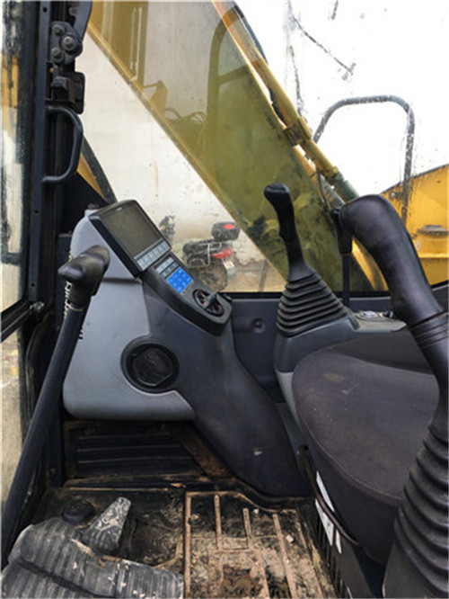 二手小松60-8挖掘机驾驶室