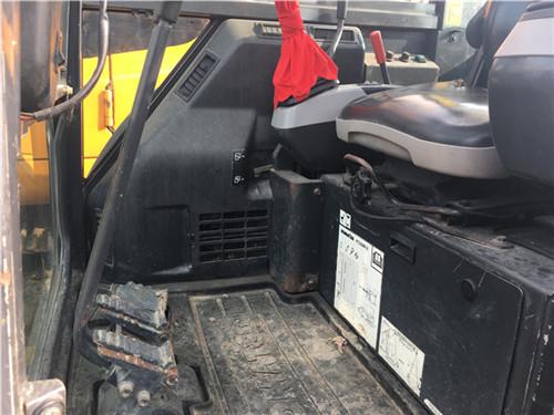 小松PC35二手挖掘机交易市场驾驶室