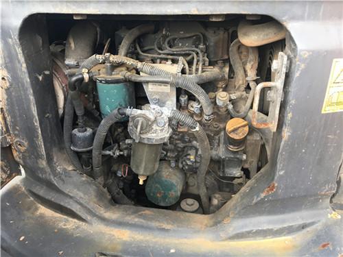 小松PC35二手挖掘机交易市场发动机