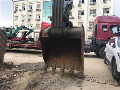 沃尔沃EC460大型二手挖掘机市场挖斗