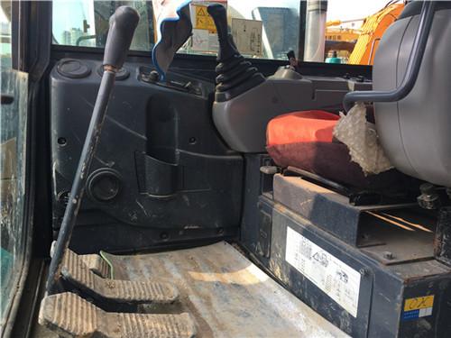 二手神钢SK60小挖机驾驶室