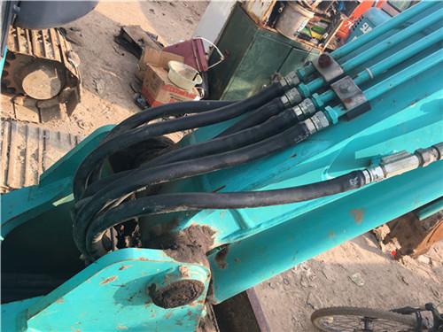 二手神钢SK60小挖机油管细节
