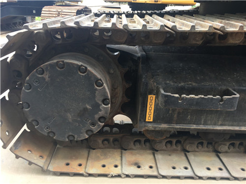 进口日立ZX135二手挖掘机市场履带