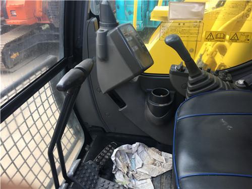 进口日立ZX135二手挖掘机市场驾驶室