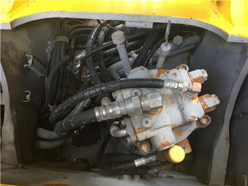 进口日立ZX135二手挖掘机市场分配器
