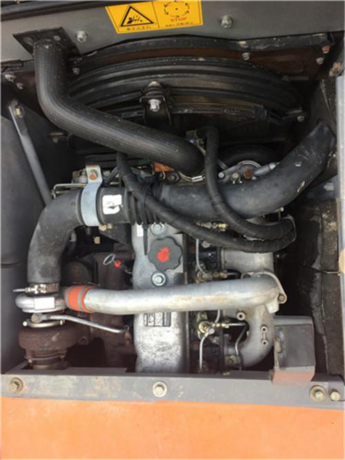 进口日立ZX120二手挖掘机转让发动机