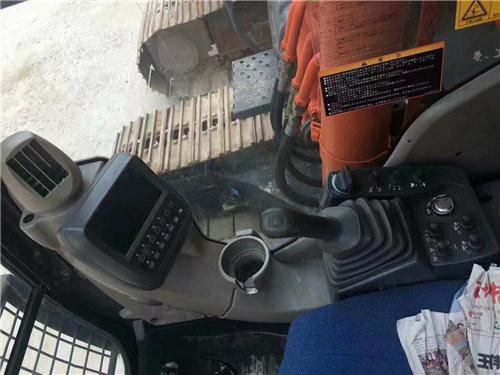纯进口日立240-3二手挖掘机驾驶室