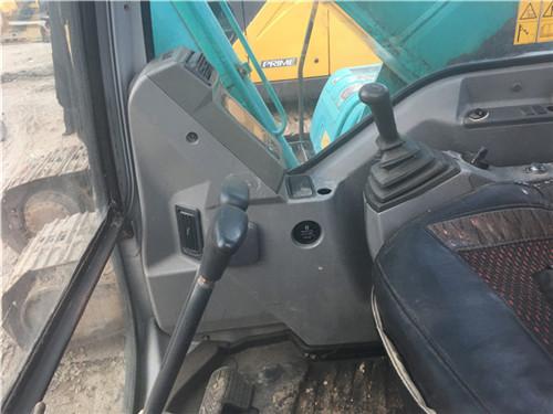 神钢SK260中型二手挖掘机转让驾驶室