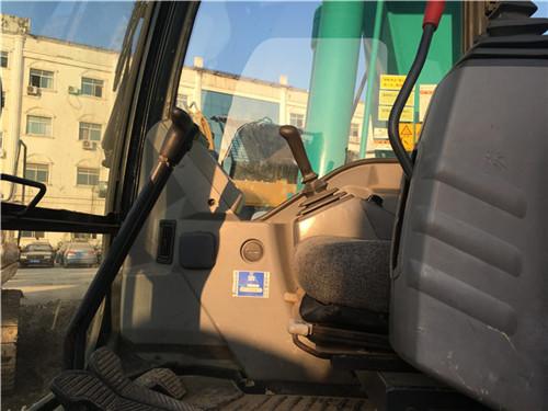 进口神钢SK200-10私人二手挖掘机驾驶室