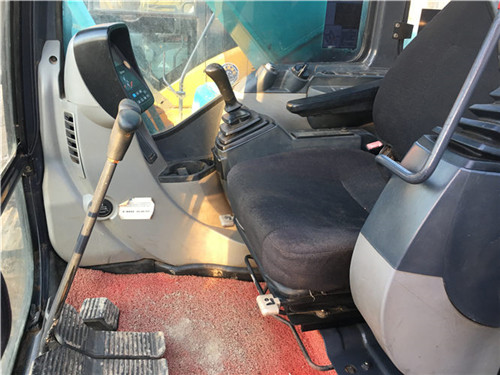 神钢SK200-8二手挖掘机驾驶室