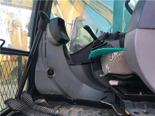 二手神钢SK200-8挖掘机驾驶室