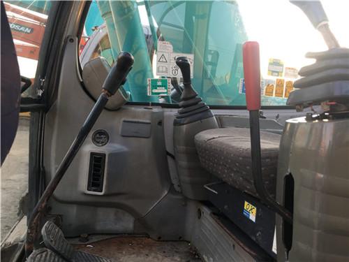 二手神钢SK135无尾小型挖掘机驾驶室