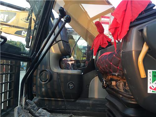 卡特323D个人二手挖掘机驾驶室
