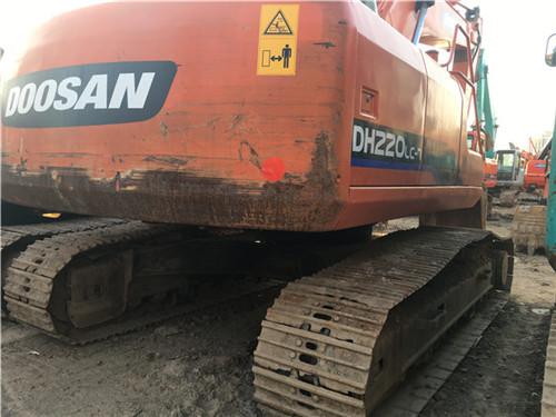 二手斗山DH220挖掘机图片