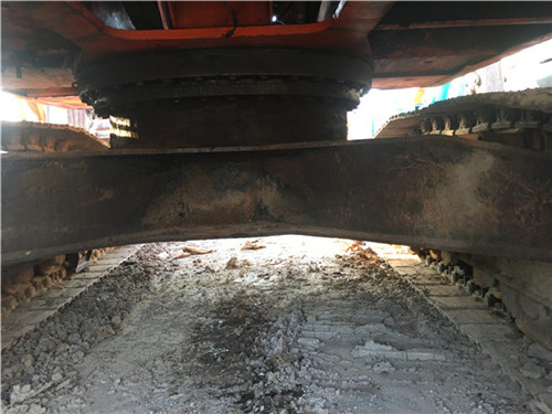 二手斗山DH220挖掘机底盘