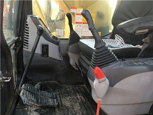 二手小松PC270挖掘机驾驶室