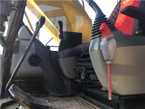 二手小松PC240中型挖掘机驾驶室