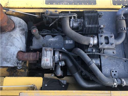 二手小松PC200-8MO挖掘机买卖发动机
