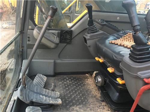 二手沃尔沃EC240挖掘机市场驾驶室