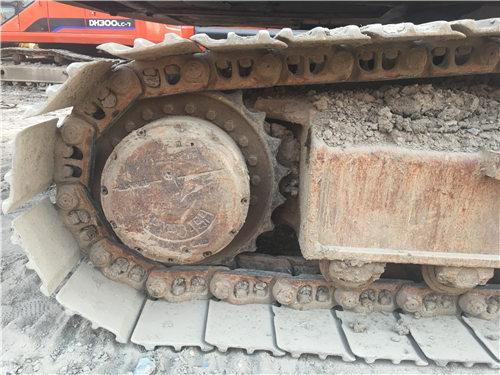 三一SY135二手挖掘机履带