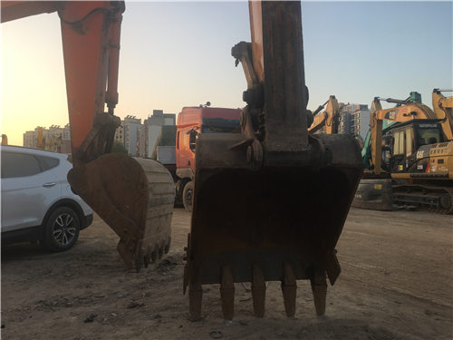 三一SY135二手挖掘機挖斗