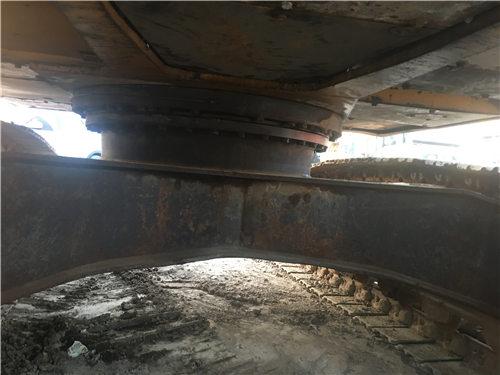 三一SY135二手挖掘机底盘