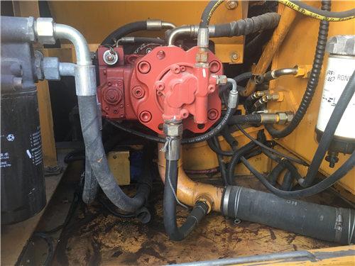 三一SY135C二手私人小型挖土机液压泵