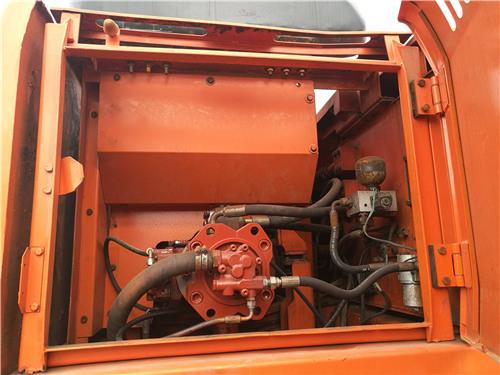 二手斗山DH220-7挖掘机私人出售液压泵