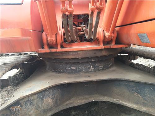 二手斗山DH220-7挖掘机私人出售底盘