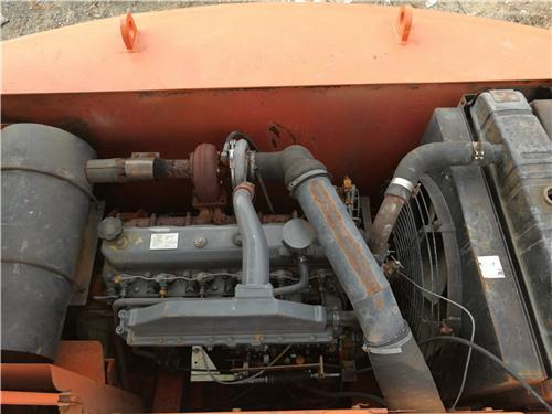 二手斗山DH220-7挖掘机私人出售发动机
