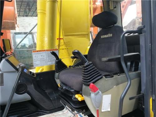 进口小松200-8二手挖掘机出售信息驾驶室