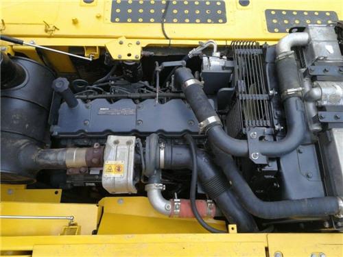 进口小松200-8二手挖掘机出售信息发动机