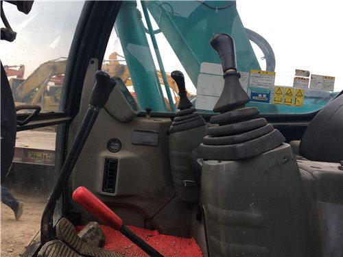 神钢SK130二手挖掘机出售信息驾驶室
