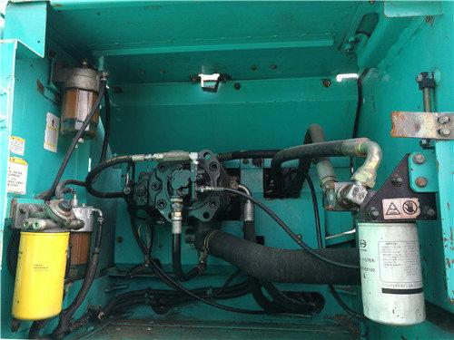 二手神钢SK260挖掘机出售信息液压泵