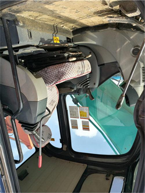 二手神钢SK260挖掘机出售信息驾驶室