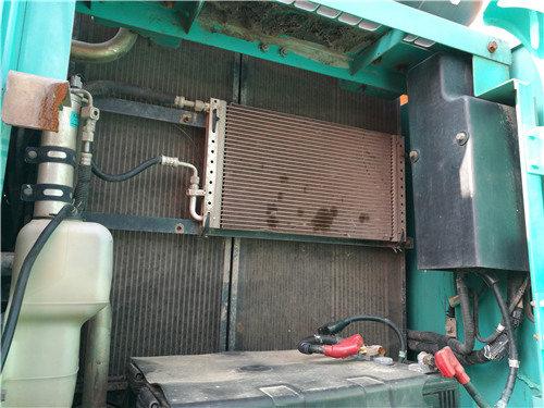 二手神钢SK260挖掘机出售信息冷凝器