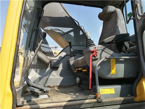 二手沃爾沃240挖掘機出售信息駕駛室