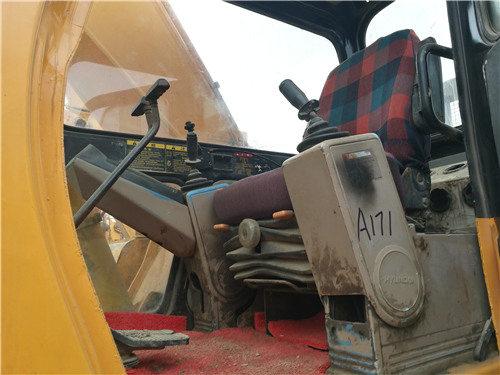 現代220-7個人二手挖掘機出售信息駕駛室