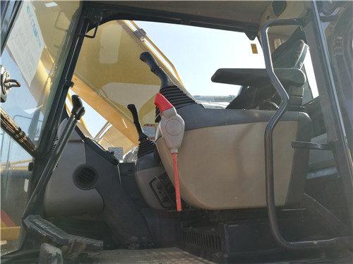 私人二手小松200挖掘機出售信息駕駛室
