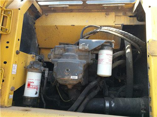 私人二手小松200挖掘机出售信息液压泵