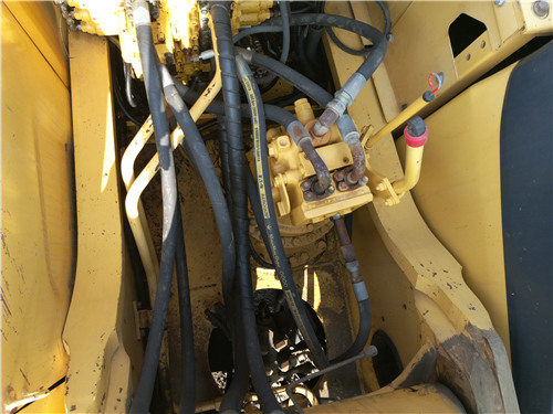私人二手挖机小松270出售信息分配器