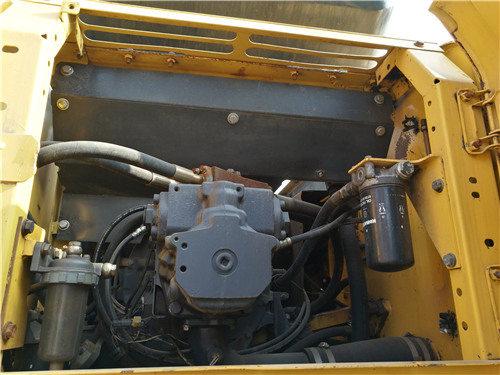 私人二手挖机小松270出售信息液压泵